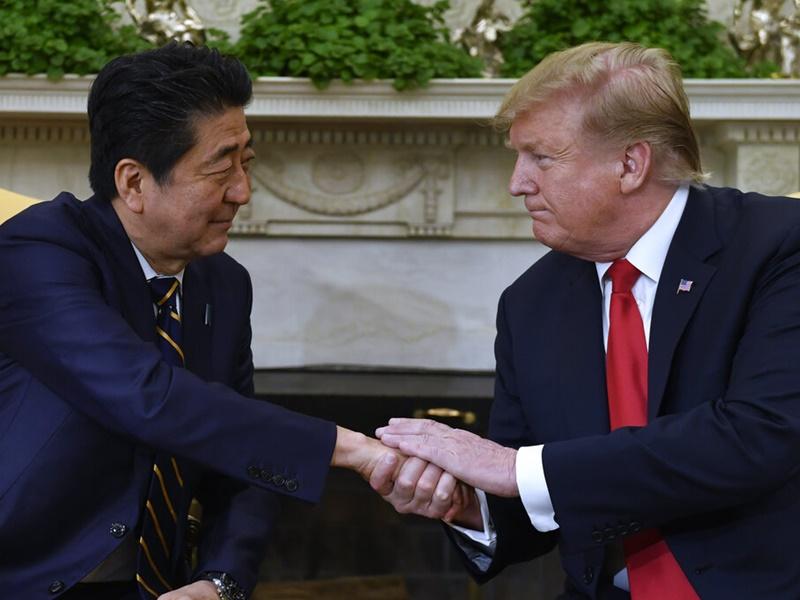 特朗普将于5月底访问日本,与安倍会谈。AP图片