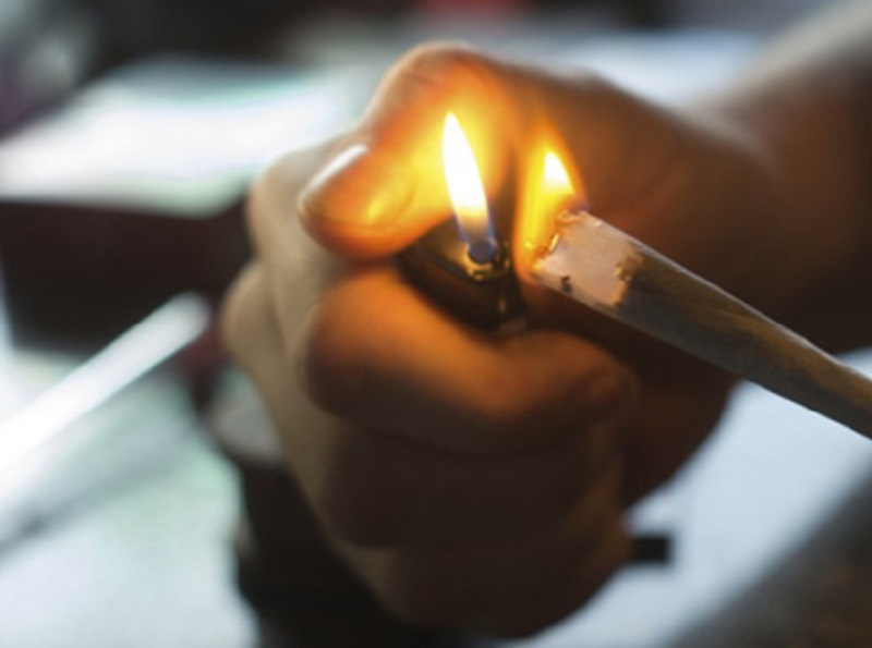韓男縱火同住歌手報警被揭涉濫藥。示意圖片