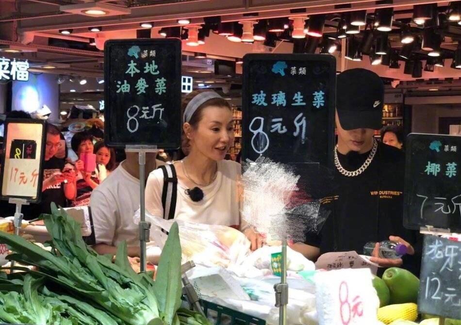張曼玉帶住范丞丞現身香港街市。網上圖片
