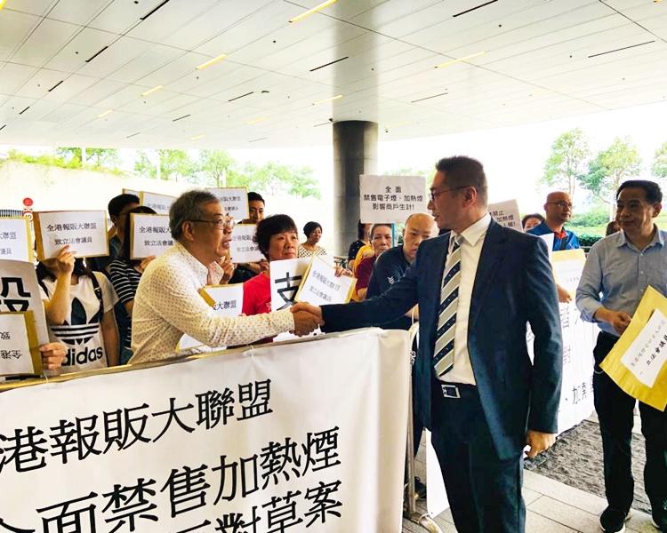 大聯盟向自由黨議員邵家輝遞交請願信。