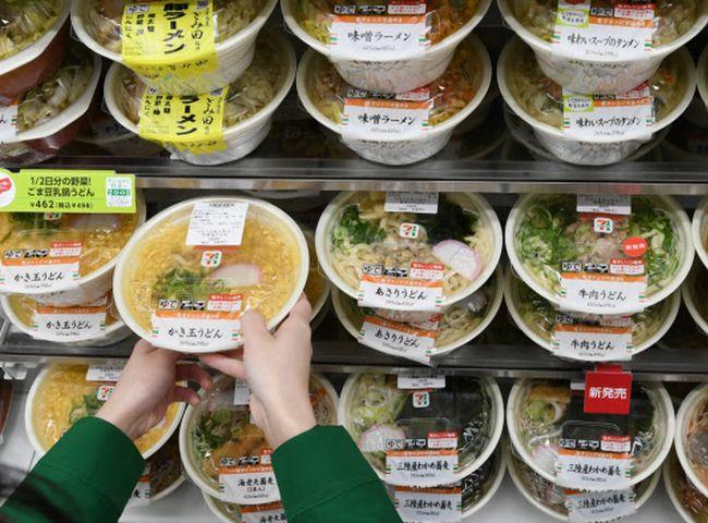 日本7-11宣布,將提供消費者選購快要過期食品的點數回贈。網圖