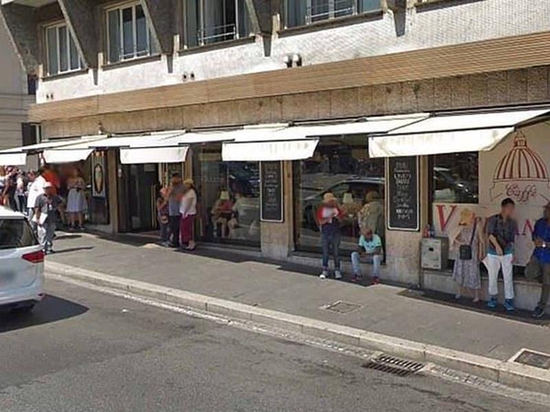 有遊客到羅馬旅遊時,在一間餐廳點了2個漢堡包和3杯咖啡,但竟要81.4歐元(約714港元)。 網上圖片
