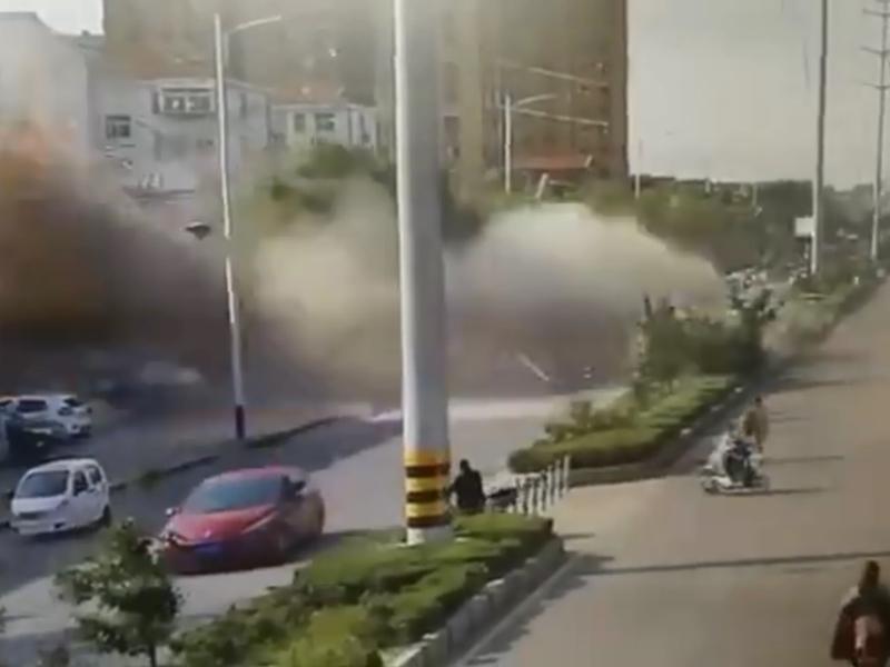 山東煙台福山區一間食店在今早發生爆炸,懷疑是燃氣洩漏引起。