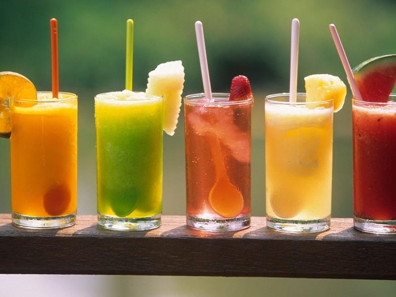 美國有研究發現,飲用過量天然果汁和飲用過量諸如汽水含糖飲料,對身體同樣有害。 網上圖片