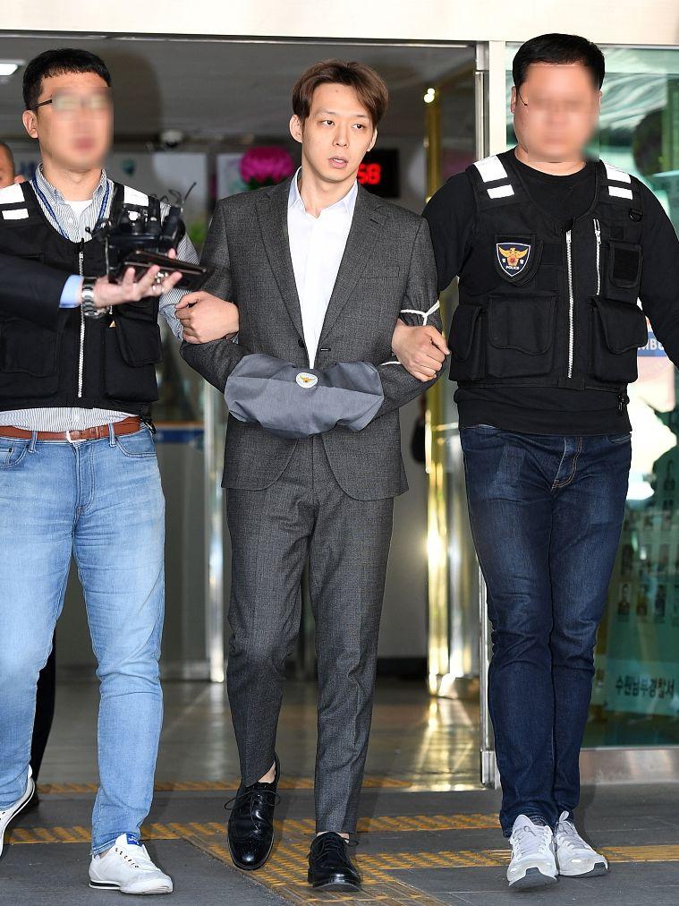 朴有天涉吸毒被捕,其公司已將他踢走。