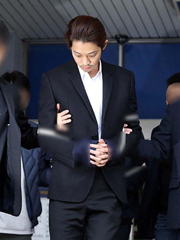 鄭俊英因偷拍性愛片段及在群組散播被捕。