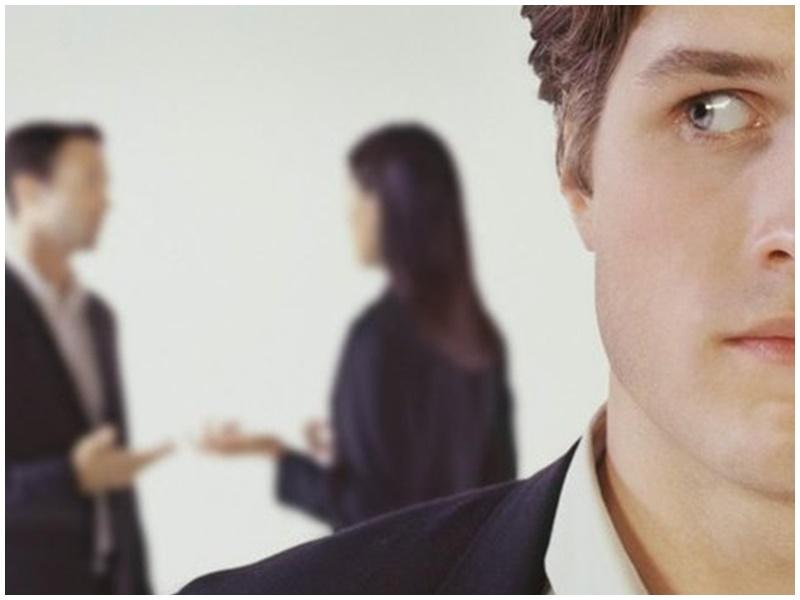 台男懷疑同事講壞話。示意圖,非涉事人物。