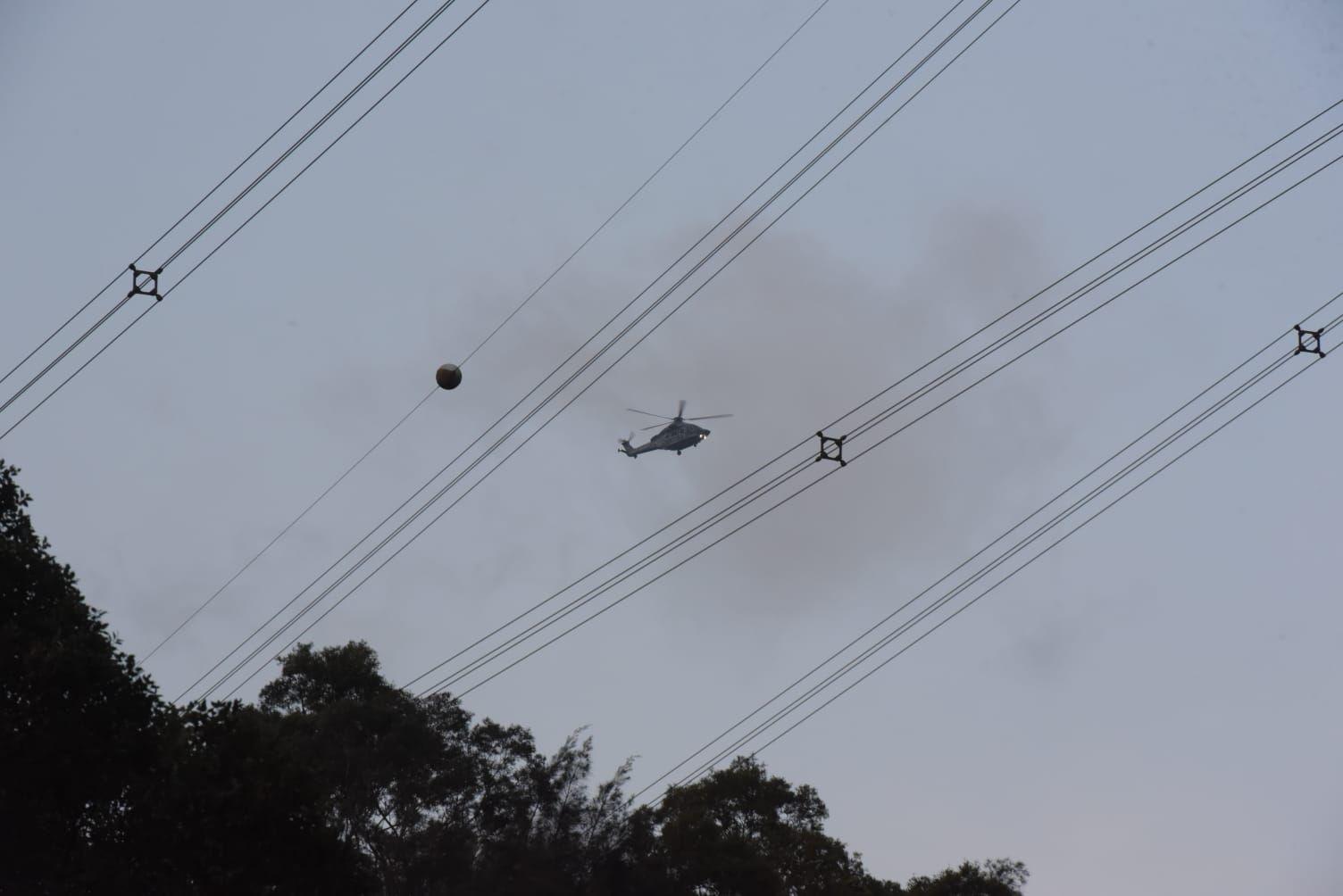 政府飛行服務隊直升機亦趕至現場。