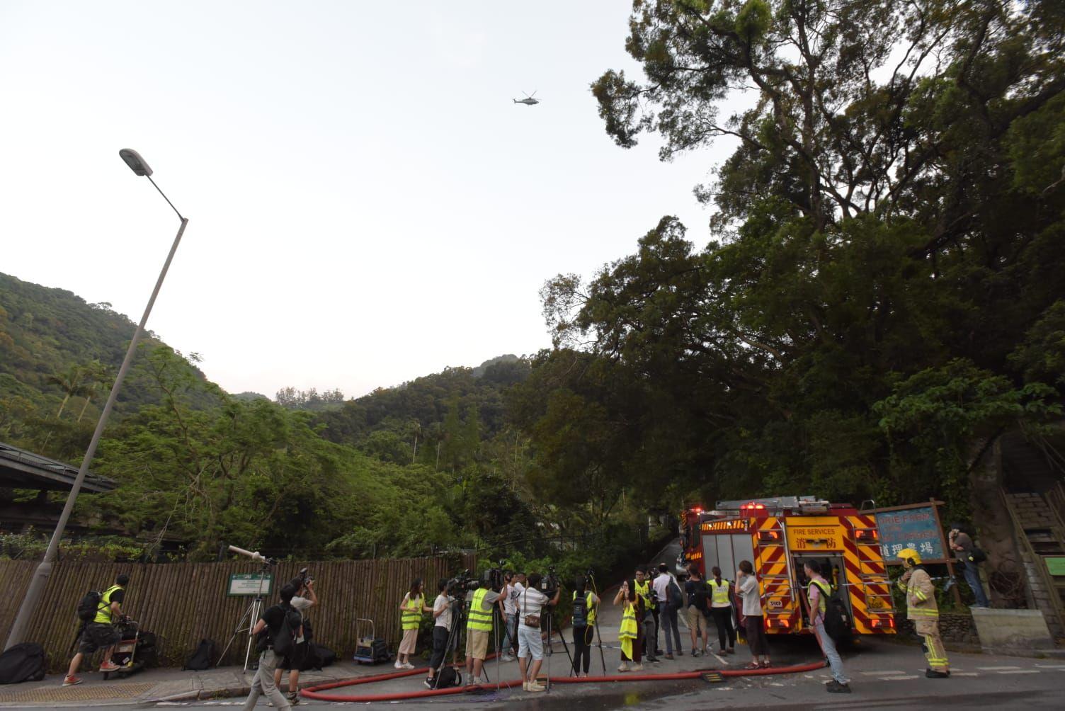 消防員正在現場搜索。