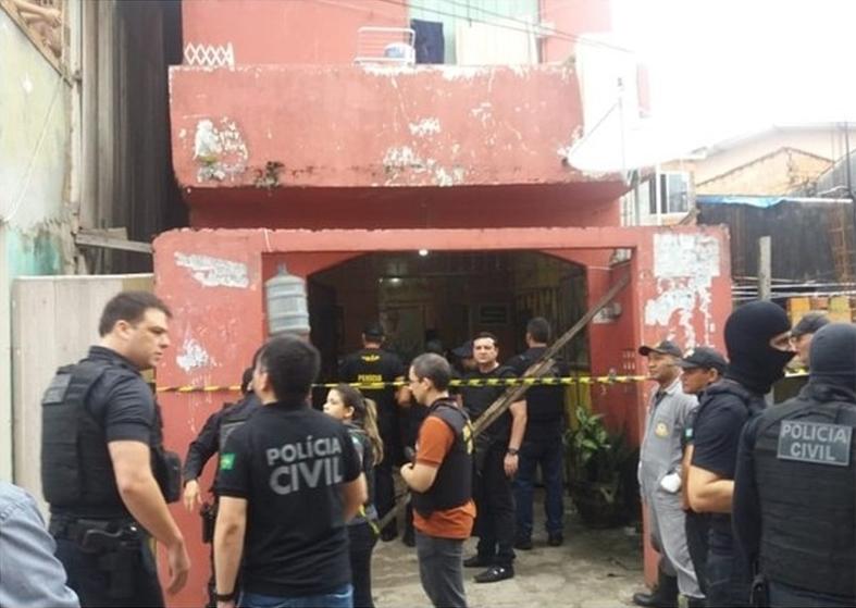 多名枪手仍然在逃,警方封锁酒吧调查。(网图)
