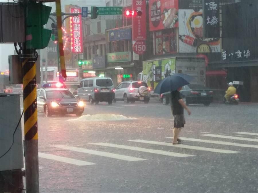 新北市淡水竹圍捷運站化糞池倒灌。網上圖片