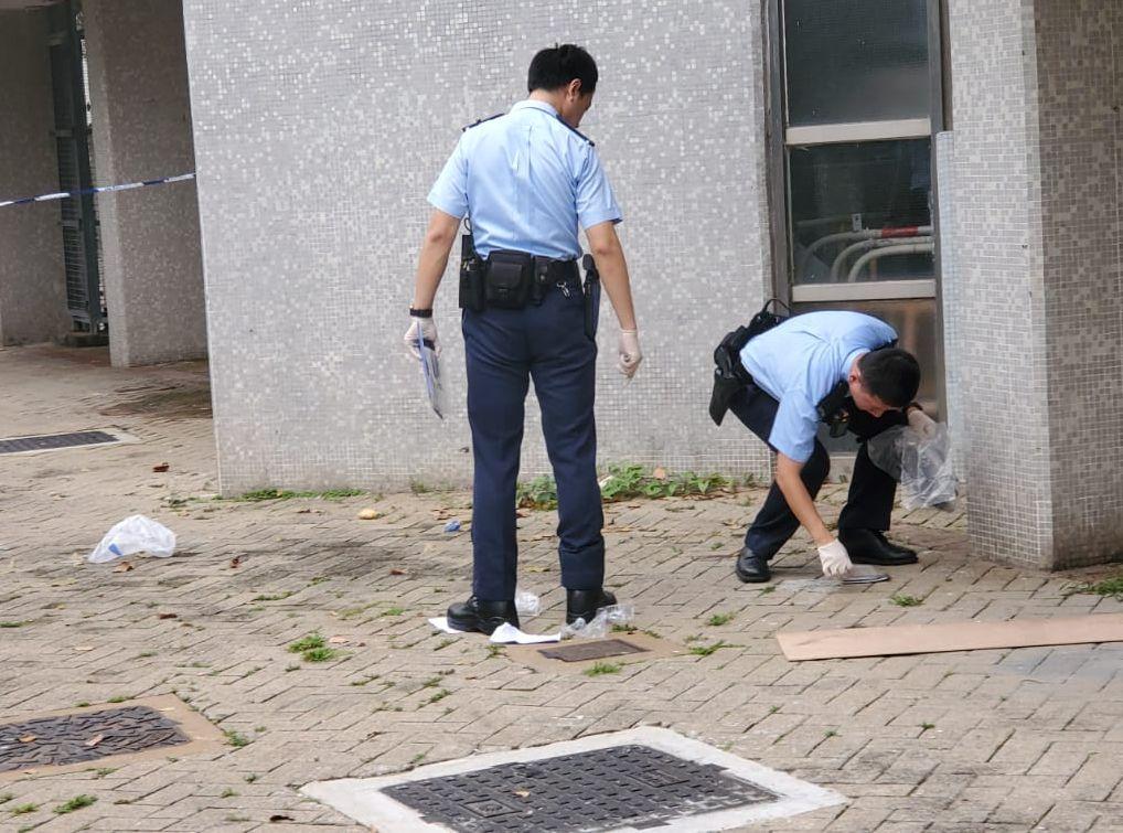 在现场检获相信为事主遗下的拖鞋及手提电话。