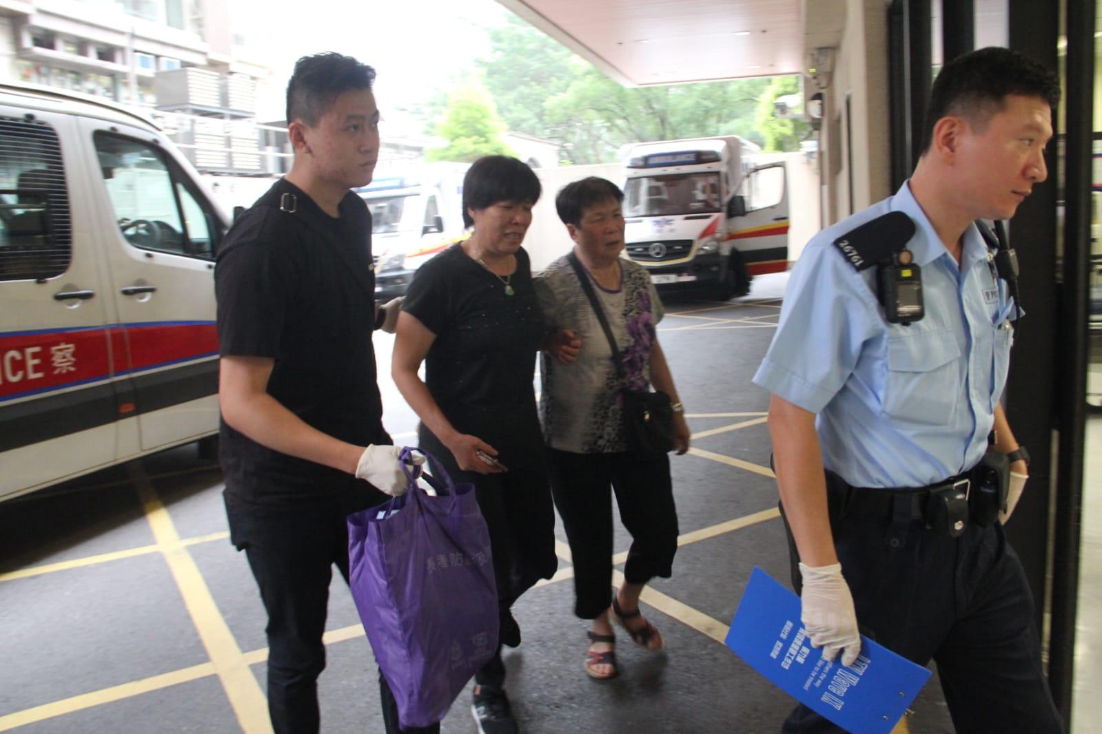 死者家属到仁济医院协助调查。