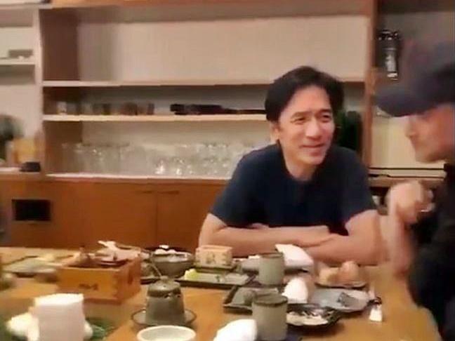 偉仔與學友連日在東京,都被網民拍到相聚。