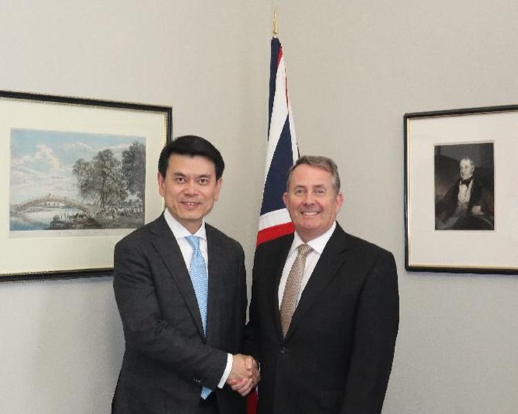 邱騰華與英國國際貿易大臣霍理林會面。圖:政府新聞處