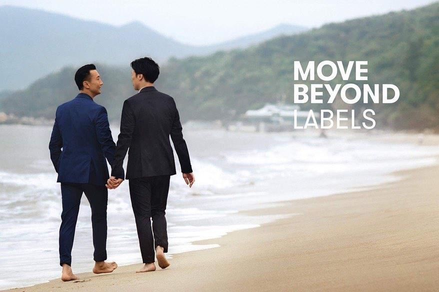 國泰航空一個男士拖手廣告引起社會爭議。Facebook