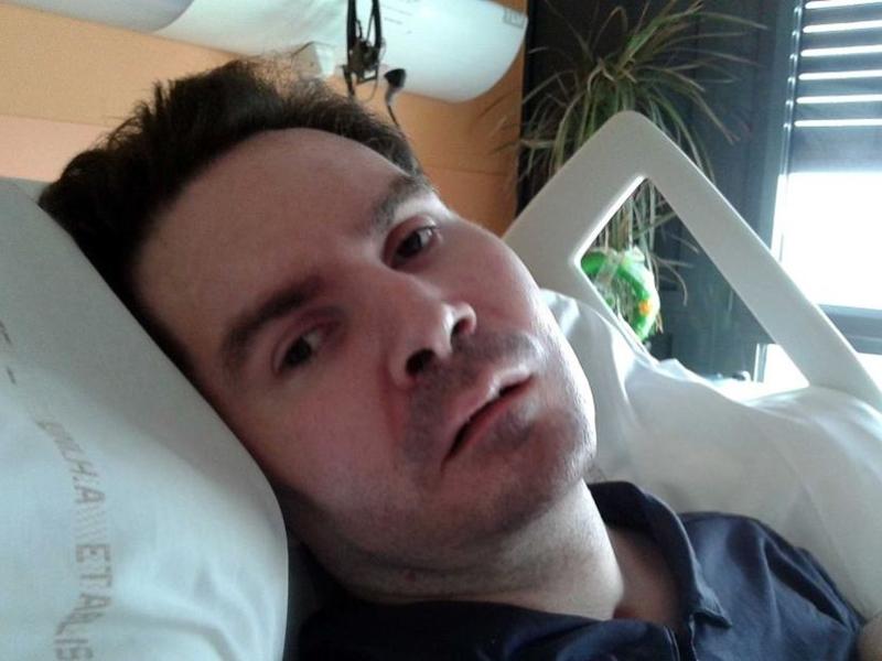 42岁男子朗贝尔当年驾驶电单车出意外,脑部严重受损,四肢瘫痪。 网上图片