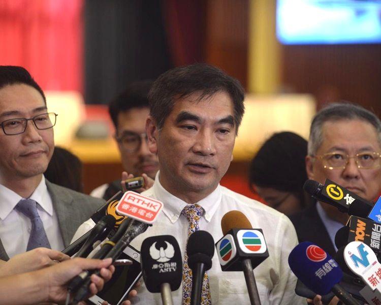 鍾國斌表示李家超解釋了民事、商事個案不會遣送。