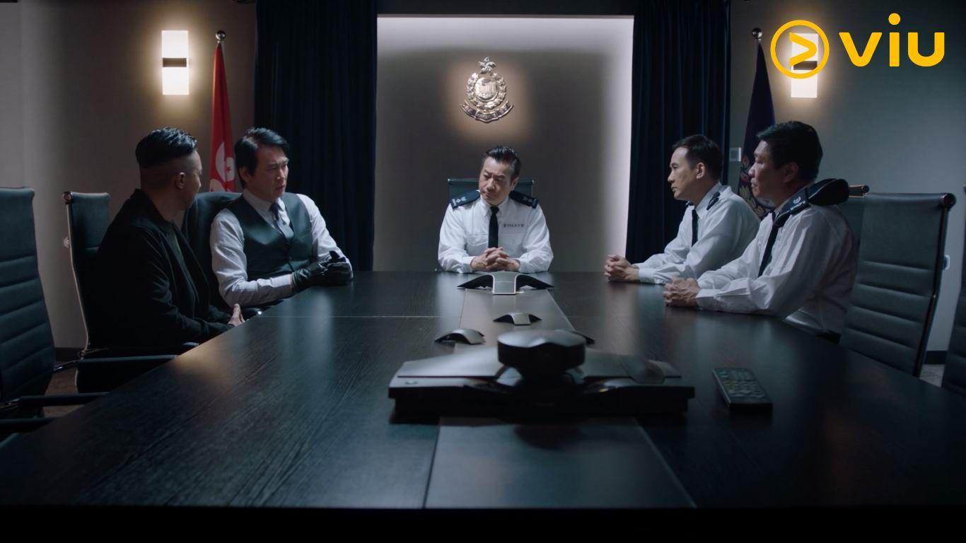 盧慶輝(右二)與甄志強(左二)在劇中正邪對立。