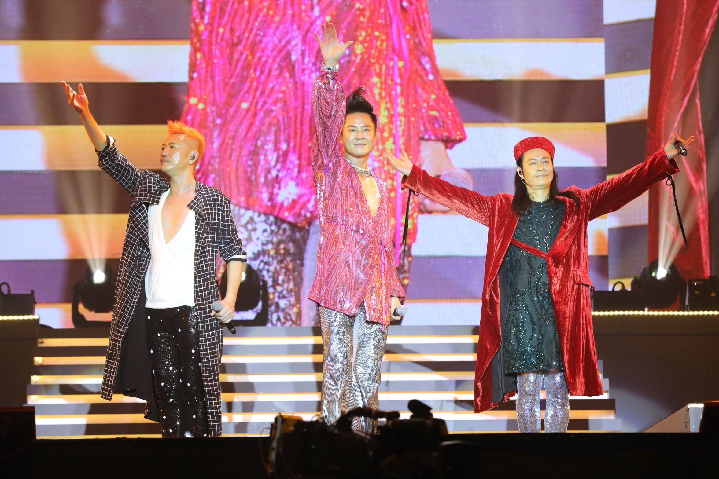 草蜢日前在澳門威尼斯人金光綜藝館舉行世界巡迴演唱會。