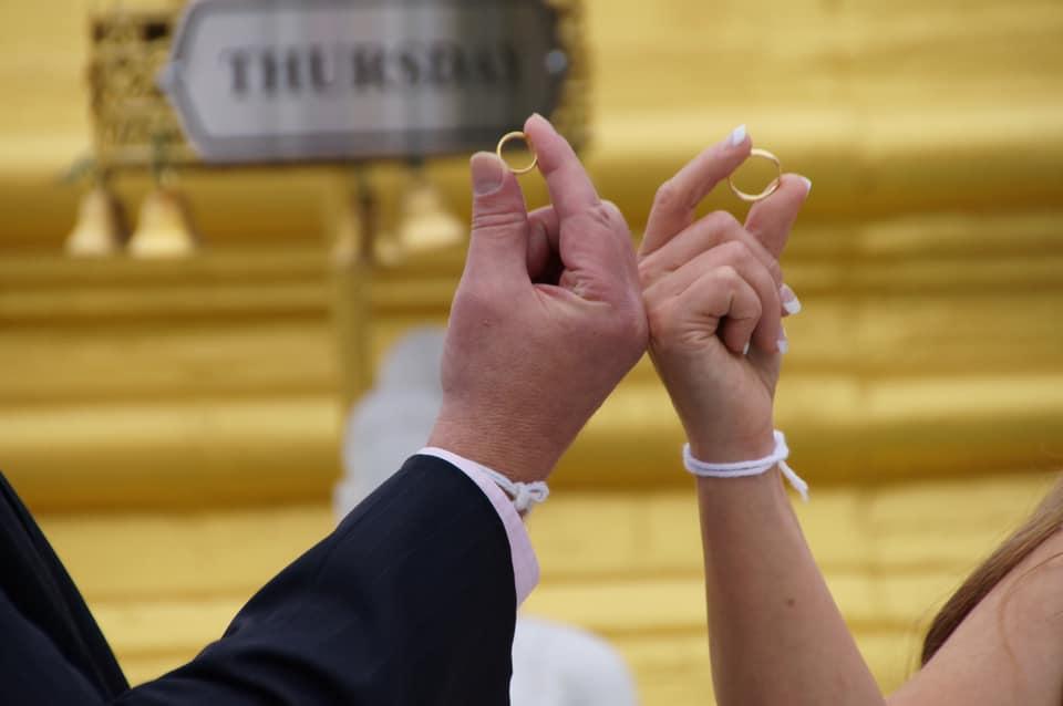 兩人婚戒。翁靜晶fb圖片