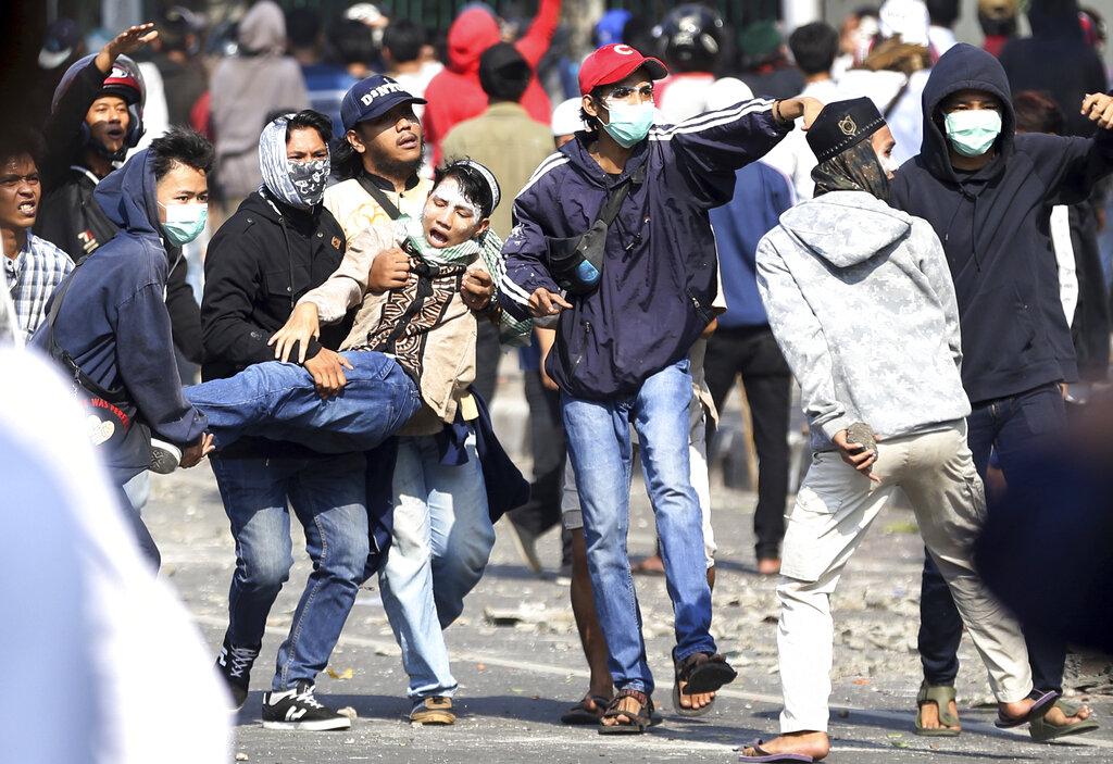 這宗衝突截至周三上午9時,已造成6人死亡,200多人受傷。AP圖片