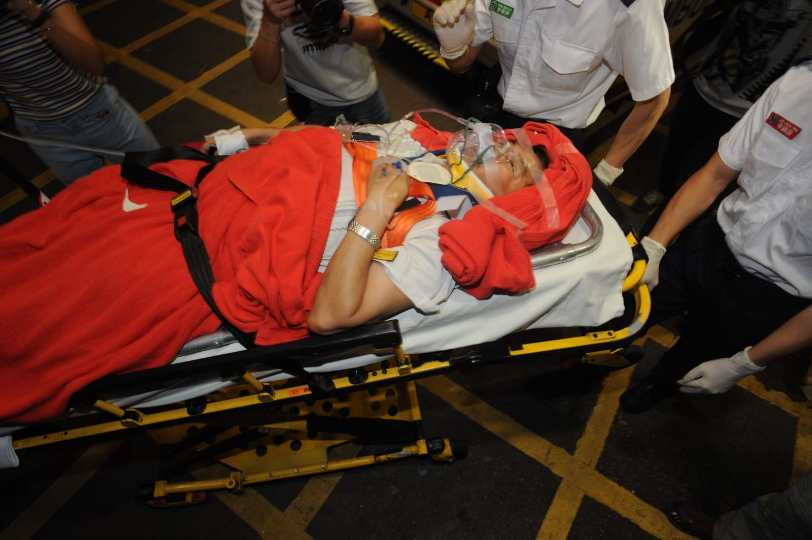 男傷者送院治理。