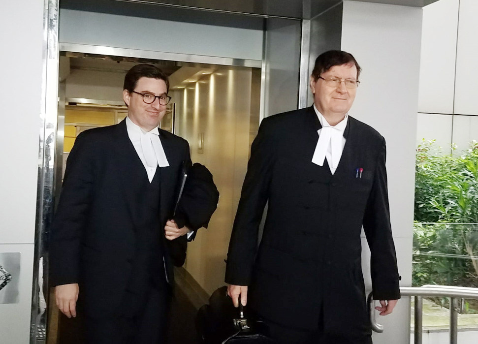 代表劉鑾雄的資深大律師麥高義(右)。 黃梓生攝
