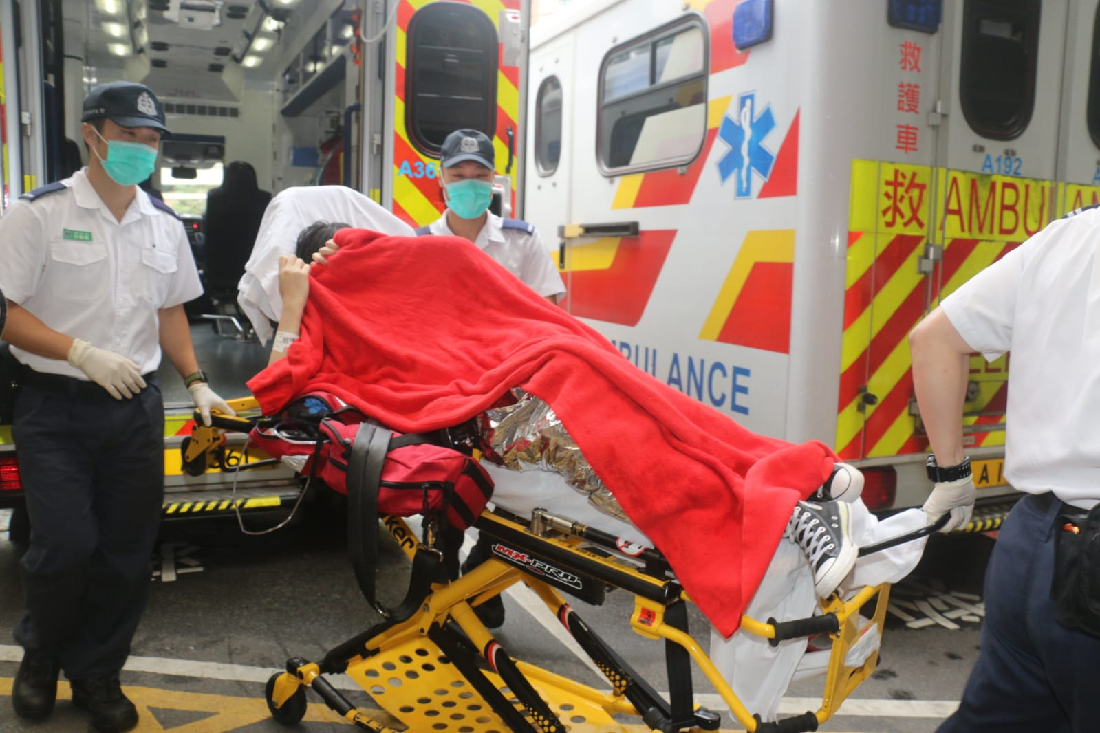 墮海女子送往伊利沙伯醫院治理。