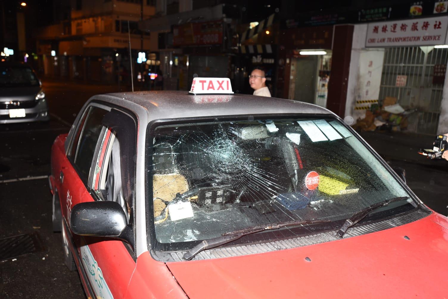 車窗玻璃碎裂。