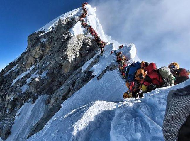 现在正值喜马拉雅山的攀山季节。网图