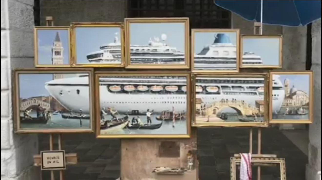 男子以9帧大小不一的局部画作,拼凑成一艘邮轮。影片截图