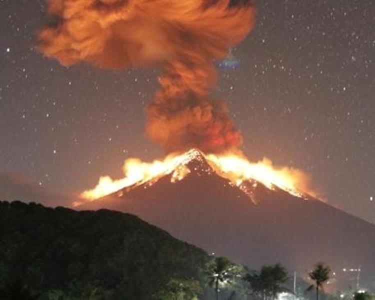 阿贡火山再度喷发。网图