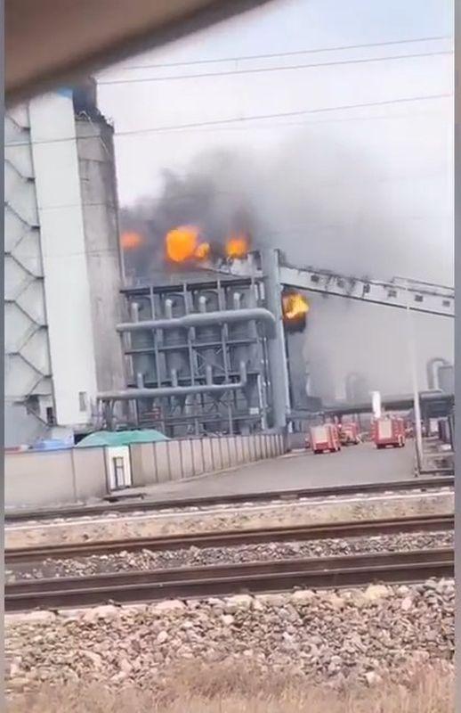 煤化工厂昨日近中午时份发生火警。网图