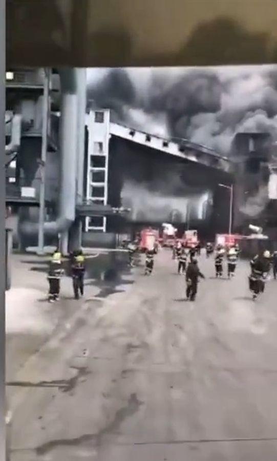 消防经过5小时的灌救后大火扑灭。网图