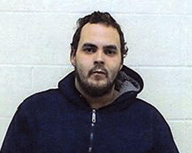 被通缉的是29岁男子西姆斯。