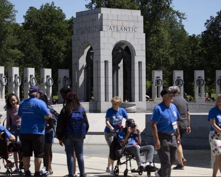 第二次世界大战纪念碑一向是游客热点。
