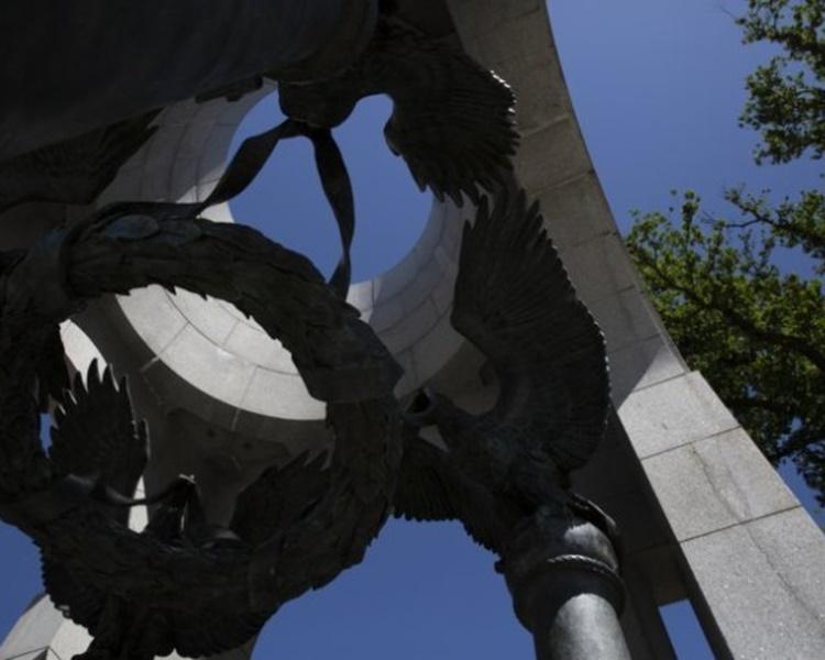 纪念碑建筑群出现裂痕。