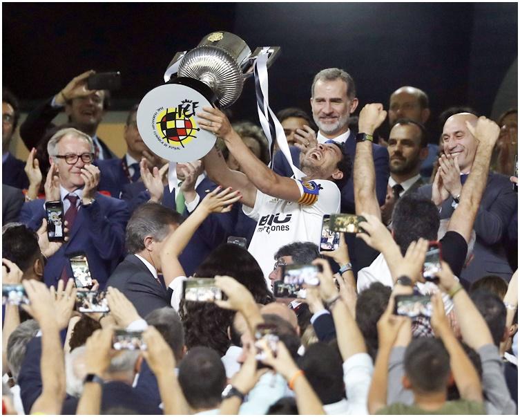华伦西亚自2008年以来首次赢取这项锦标。AP