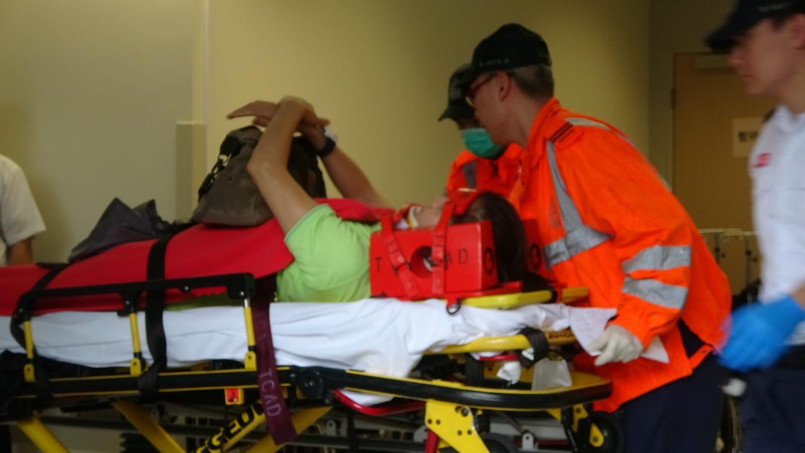 傷者送入北大嶼山醫院治理。