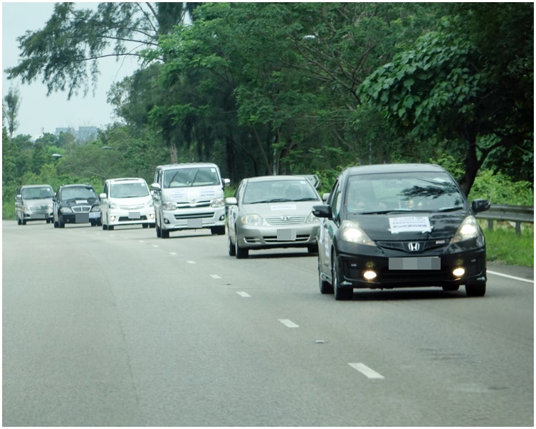 遊行有接近20架車輛,包括14輛私家車和6輛輕型貨車。