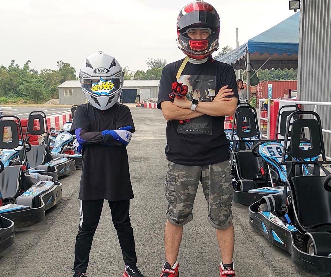 林志穎與長子Kimi玩小型賽車。 林志穎IG圖片