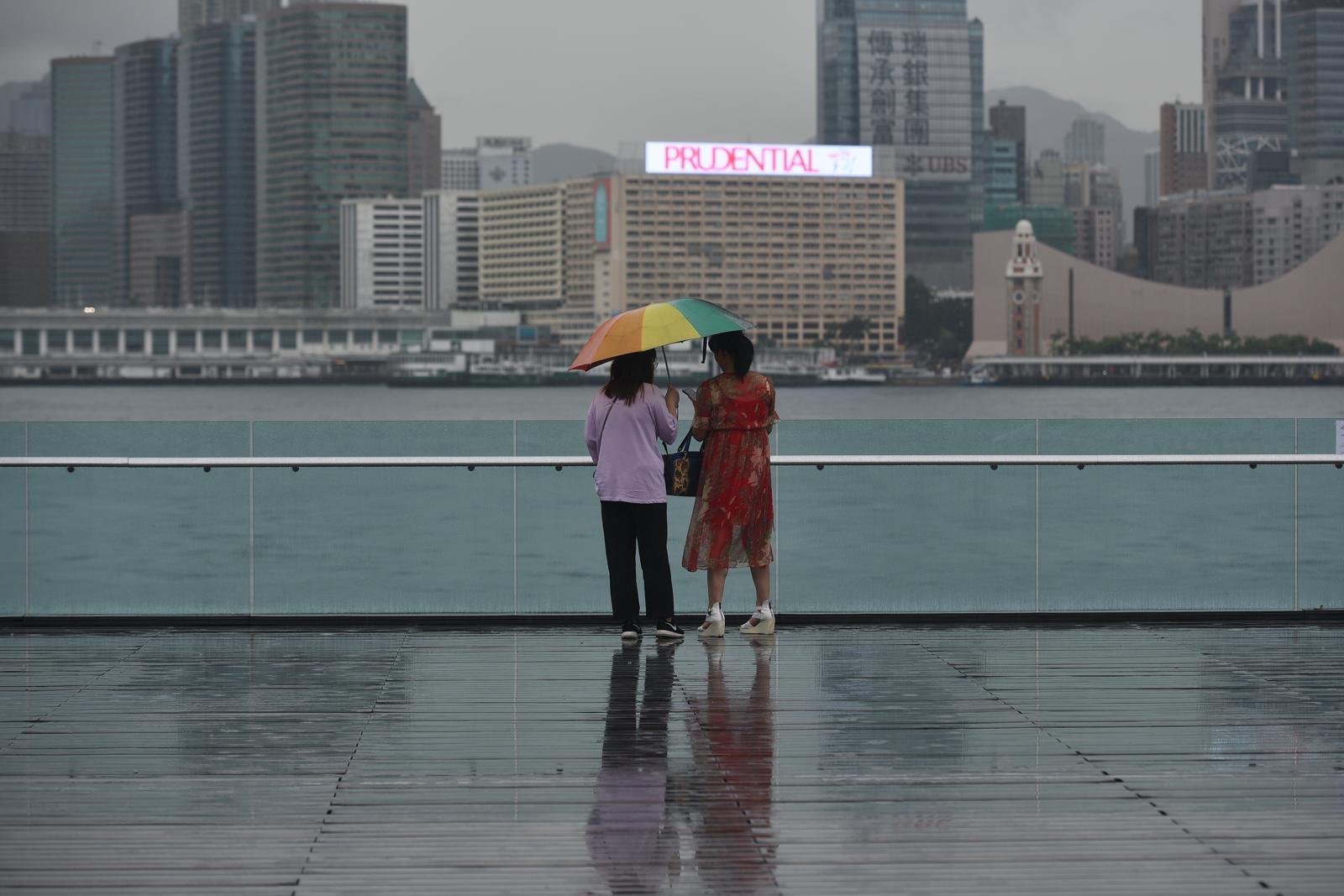 天文台預料本港今日大致多雲,有驟雨。資料圖片