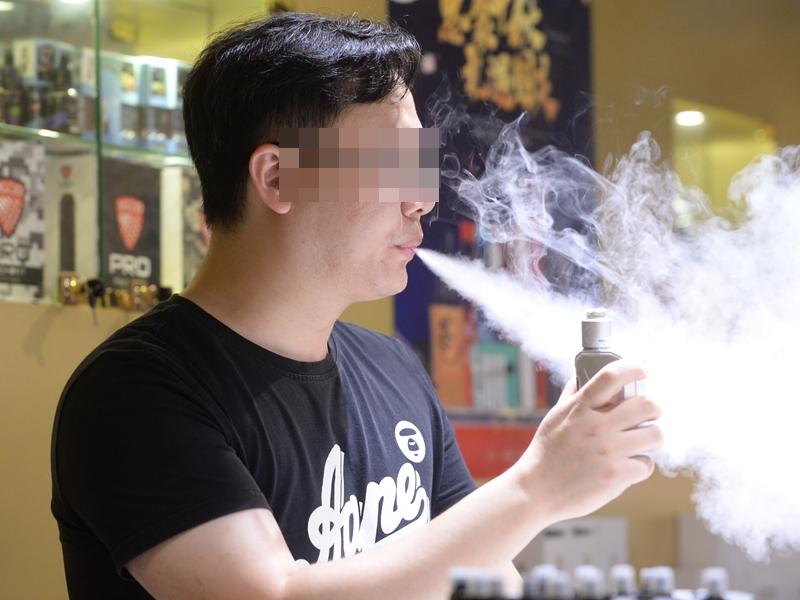當局今年二月刊憲提出修例建議,擬禁止進口、製造、售賣及分發電子煙、
