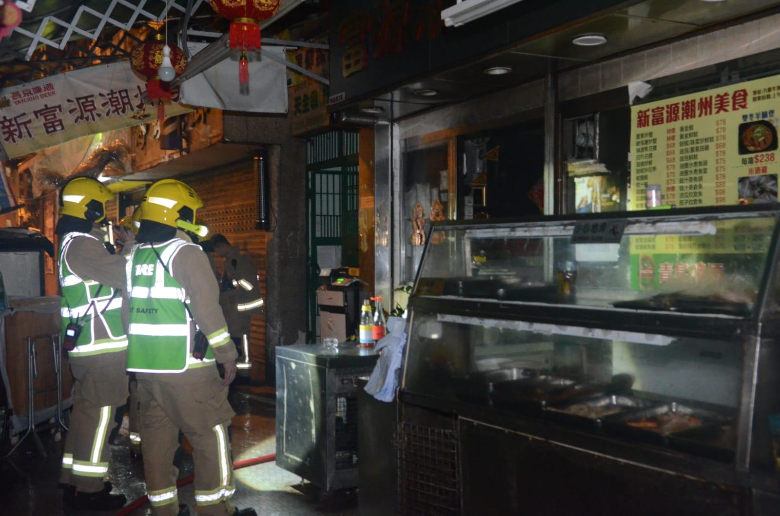 由於廚房器具及食材被燒毀,女店東估計損失逾10萬元。