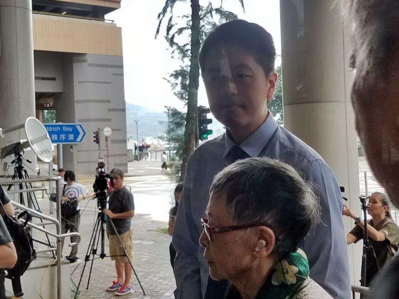 許智峯今早抵達東區裁判法院。陳楚琨攝