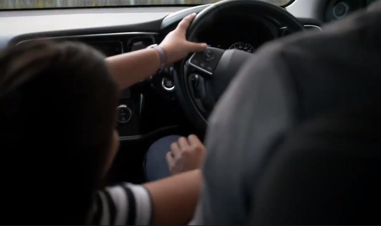 新西兰10岁女童临危控制住私家车保住性命。网上图片