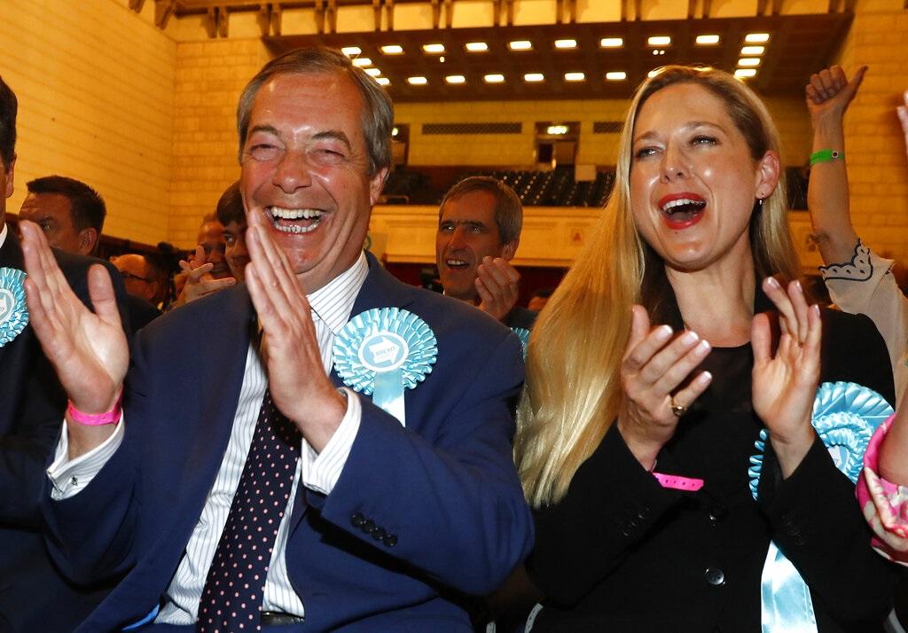 法拉奇領導的脫歐黨以31.5%票數暫時領先。AP圖片