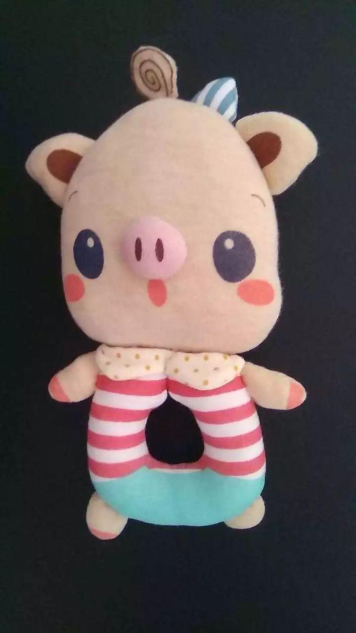 媽媽親手給小毛豆做的豬豬玩具。網上圖片