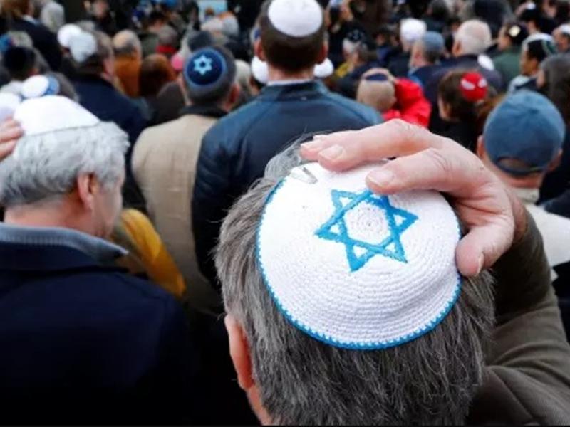 德國報章《圖片報》呼籲讀者戴「基帕」帽,以對抗反猶太風氣。  網上圖片